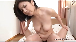 Mummy Sucking Guy Hairy Pussy Fucked On The Bed