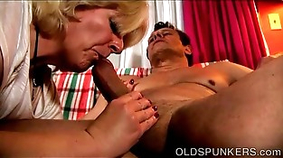 Muscled older honey gives an amazing sloppy butt-cheeks