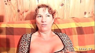 Mature libertine aux gros seins grave dual penetree et couverte de sperme