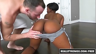 RealityKings - Round and Brown - (Chris Strokes) - Smothered In Booty