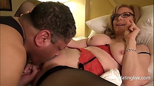 Nina Hartley encounters DapperDan at Exxxotica Gives private cuntlick lesson HD