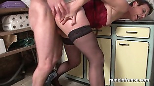 Amateur french mature in underwear fucked hard and facial by the gardener