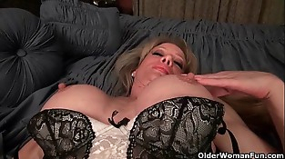 Milf Raquel'_s big love button is poking out