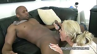 Blonde MILF Phoenix Marie is nailing a dude she just met