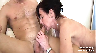 Nasty french mom cougar fucked by a boy and plugged and fisted by a lady
