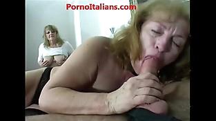 Group sex with mature whores Sesso di gruppo con mature troie